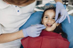 child getting children's dental exam from sugar land tx family dentist